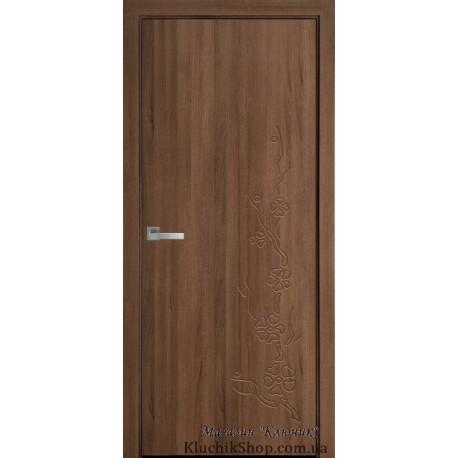Двері Сакура / Суцільні з гравіюванням / Декор золота вільха